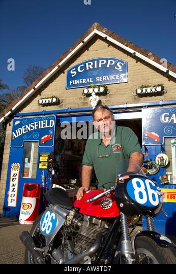 Scripps garage aidensfield stock photos scripps garage for Td garage services