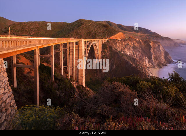 Bixby Bridge Pacific Coast Highway Big Sur California. Bixby Creek Canyon Bridge with coastline light streaks of - Stock-Bilder