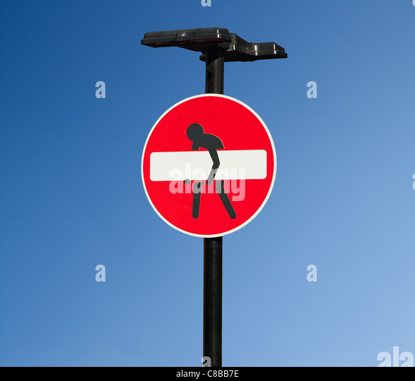 A no entry road sign which has been artistically modified with a person trying to lift the white bar. Shoreditch, - Stock-Bilder