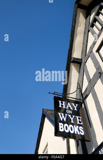 Sign advertising Hay-on-Wye books hanging outside a secondhand bookshop - Stock Image