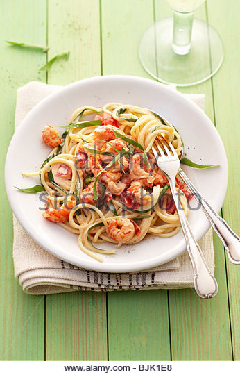 A portion of spaghetti with shrimps & ramsons (wild garlic) - Stock Image