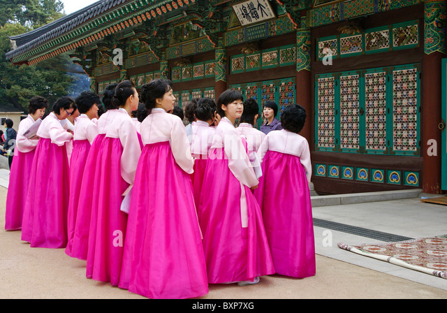 Worshippers at Bongeunsa Buddhist temple, Seoul, South Korea - Stock Image