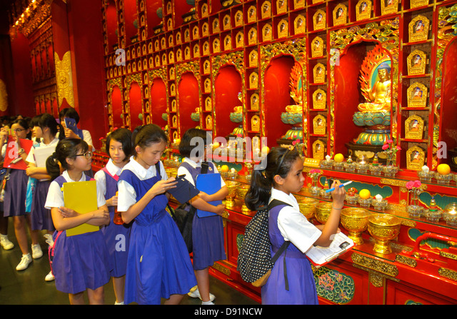 Singapore Chinatown Buddha Tooth Relic Temple and & Museum shrine religious Asian girl student class trip school - Stock Image
