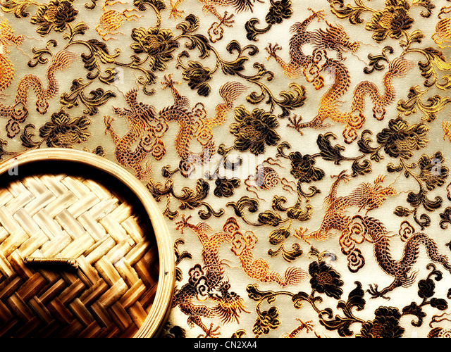 Bamboo steamer and chinese dragon pattern - Stock Image
