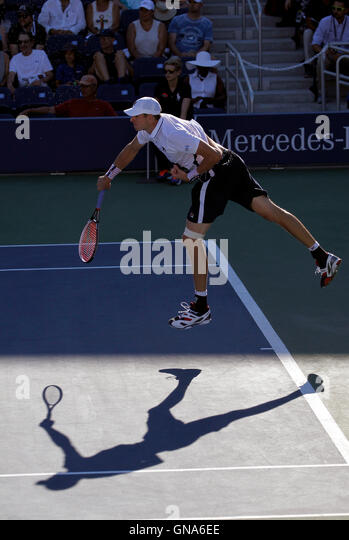 New York, United States. 29th Aug, 2016. American John Isner serving during his first round match against fellow - Stock Image