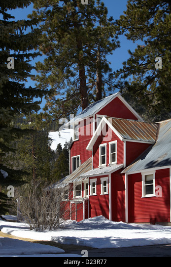 Red farm house in snow - Stock-Bilder