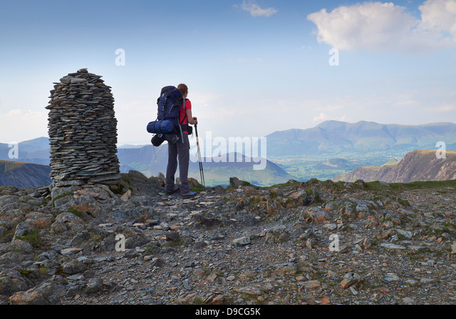 A hiker with a large backpack on the summit of Dale Head, Buttermere Fells in the Lake District. - Stock-Bilder
