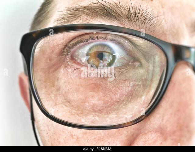 Close up of a man wearing prescription glasses. - Stock-Bilder