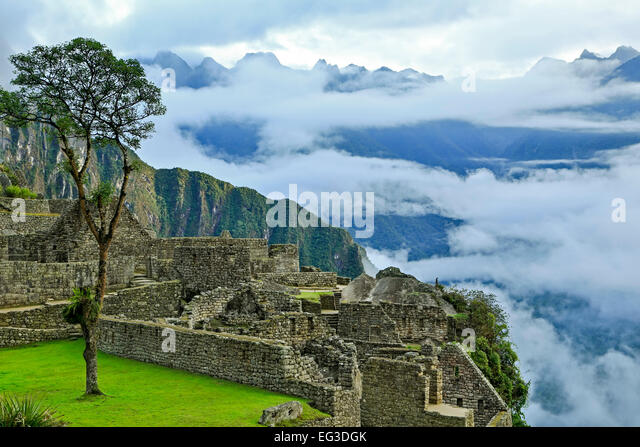 Low clouds over mountains, stone buildings, Machu Picchu Inca ruins, near Aguas Calientes, aka Machu Picchu Pueblo, - Stock-Bilder