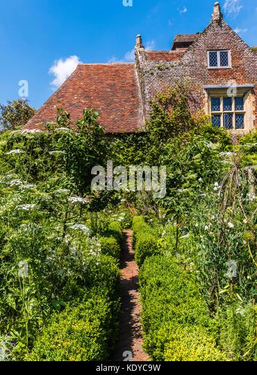 Cottage and garden at Sissinghurst Gardens, Kent, UK - Stock Image