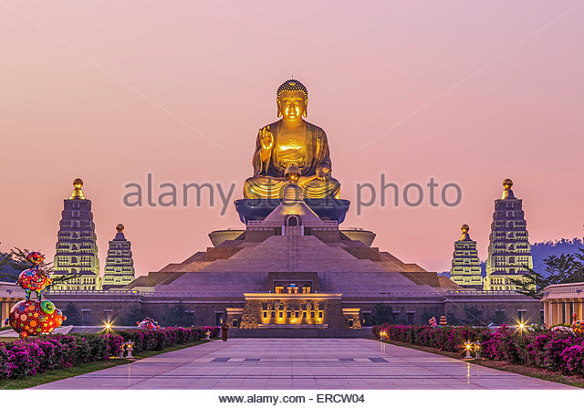 Kaohsiung, Taiwan - Sunset at Fo Guang Shan, the biggest buddist temple of Kaohsiung in Taiwan, with a buddhist - Stock Image