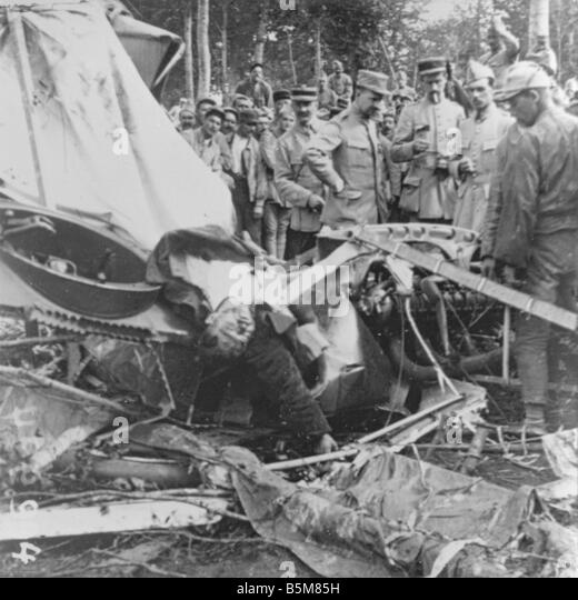 2 G55 B1 1915 17 Crashed German Plane World War One History World War One Aerial Warfare Avion allemand descendu - Stock Image