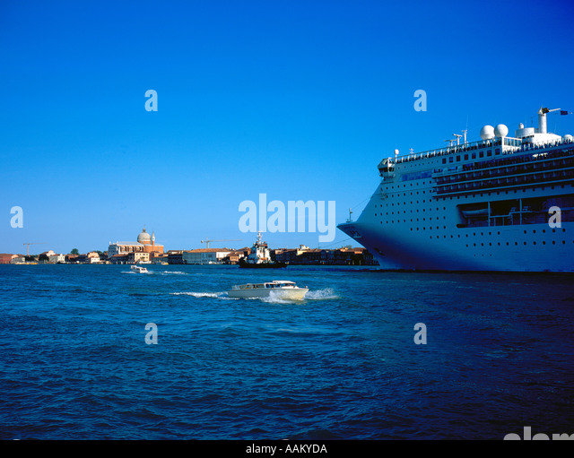 Ocean liner at Canale della Guidecca Church Redentente Venice, UNESCO World Heritage Site,  Italy,  Europe. Photo - Stock Image