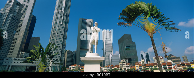 Singapore, raffles statue, Boat Quay and the Business center. - Stock Image