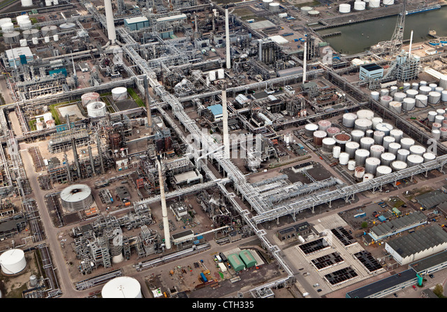 The Netherlands, Rotterdam, Petro chemical industry. Pipelines. Aerial. - Stock Image