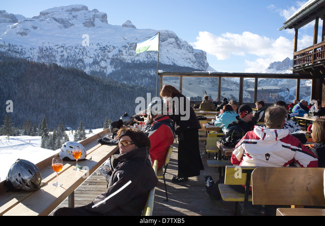 Colourful afternoon drinks at a mountain restaurant at the Alta Badia ski area, Corvara, The Dolomites, South Tyrol, - Stock Image