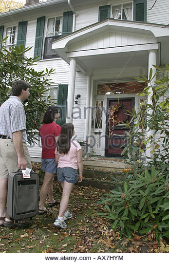 West Virginia Lewisburg The Great Oak Bed and Breakfast family arriving - Stock Image