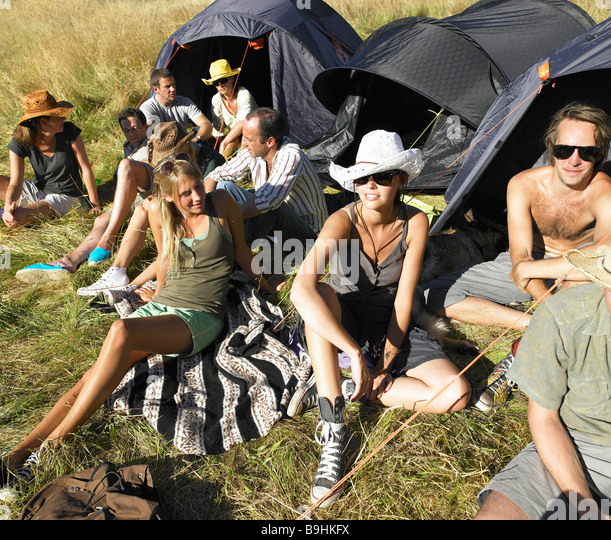 People in a field,  backpacking tents - Stock-Bilder