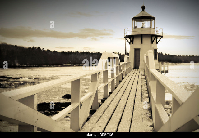 Doubling Point Lighthouse on the Kennebec river near Bath Maine in the winter. (sepia) (vignette) - Stock-Bilder