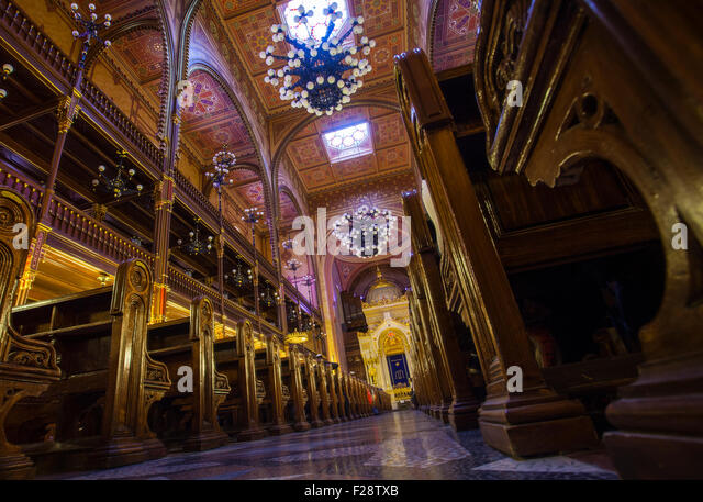 BUDAPEST, HUNGARY - AUGUST 18TH 2015: A view inside the magnificent Dohany Street Synagogue in Budapest, on 18th - Stock Image