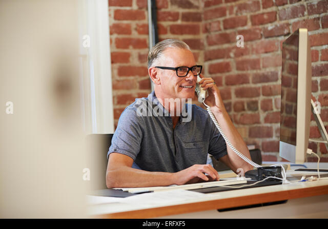 Man Working At Computer In Contemporary Office - Stock-Bilder