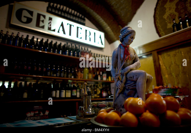 A Gelateria, or ice cream shop, in Rome's touristic Trastever neighborhood, March 9, 2008. Photo/Chico Sanchez - Stock Image
