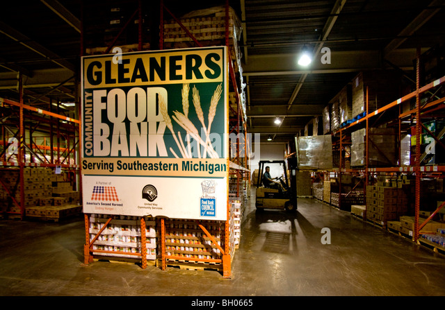 A fork lift handles huge food stocks at the Gleaners Food Bank in Detroit, Michigan during recession in city's - Stock Image