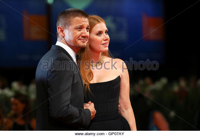 Actors Jeremy Renner (L) and Amy Adams (R) attend the red carpet event for the movie 'Arrival' at the 73rd - Stock-Bilder