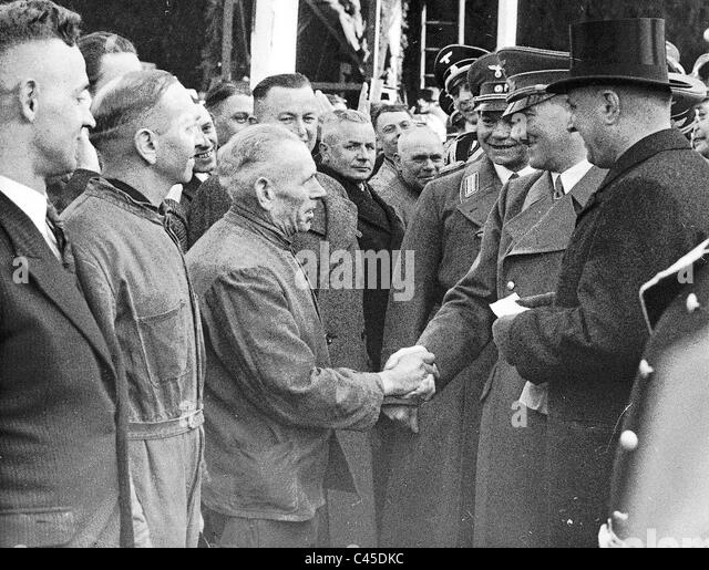 Hitler with workers in Hamburg - Stock-Bilder