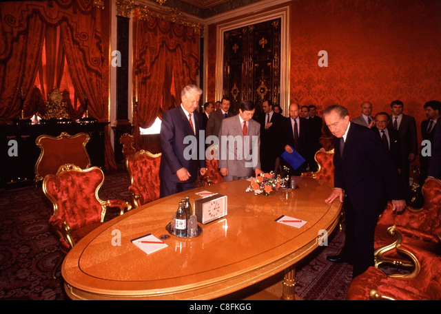 Former U.S. President Richard Nixon (Right) takes a seat with Russian President Boris Yeltsin inside the Kremlin - Stock Image