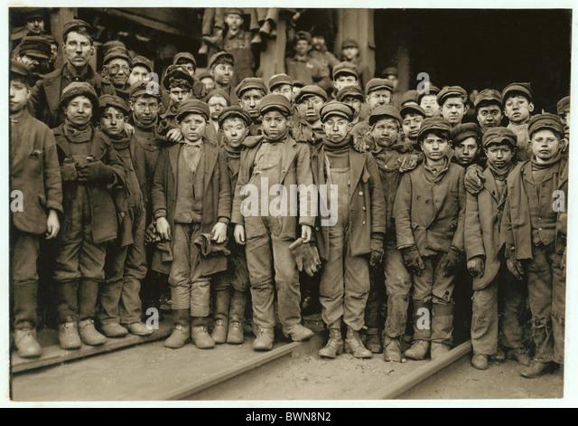 Breaker boys Ewen breaker Coal mine industry portrait group Coal co. USA America United States North America - Stock-Bilder