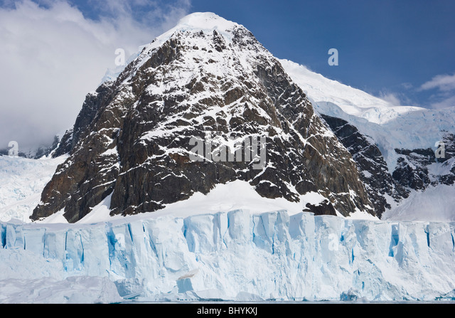 Nunataq at the foot of a glacier uncovered by the surrounding ice - Stock Image