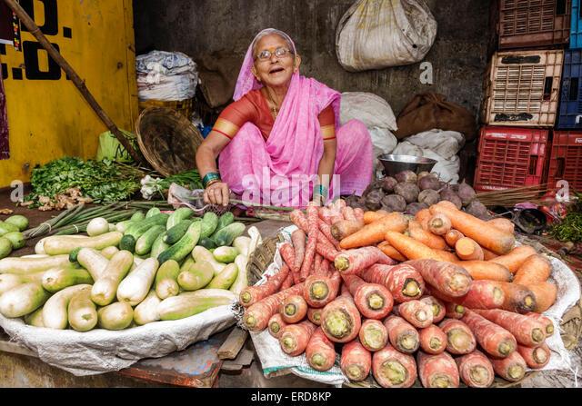 Mumbai India Asian Lower Parel Sunday Market produce vendor shopping selling sale carrots squash woman sari Hindu - Stock Image