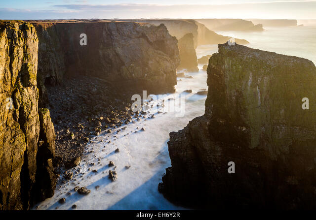 View towards Elegug Stack, Pembrokeshire Coast National Park, Merrion, Pembrokeshire, Wales, United Kingdom, Europe. - Stock Image