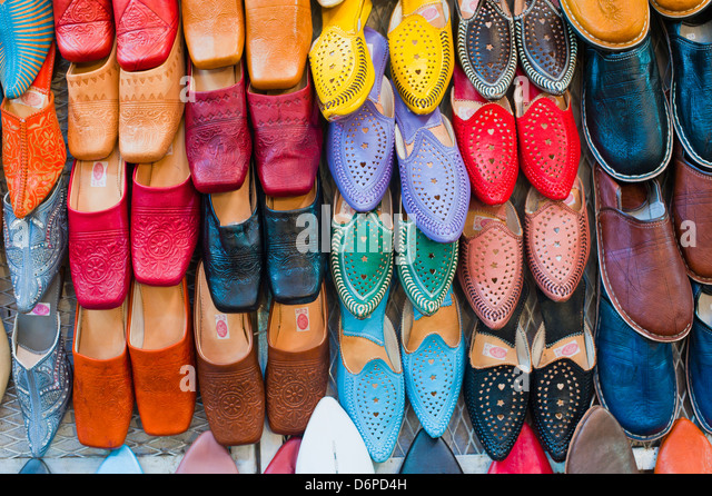 Colourful babouche (mens leather slippers) in the Marrakech souks, Place Djemaa El Fna, Marrakech, Morocco, North - Stock Image