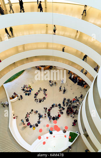 Visitors and schoolchildren, interior of Solomon R. Guggenheim Museum, Manhattan, New York City, USA, North America - Stock Image