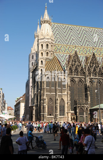 Stephansdom cathedral on stephansplatz in Vienna - Stock Image