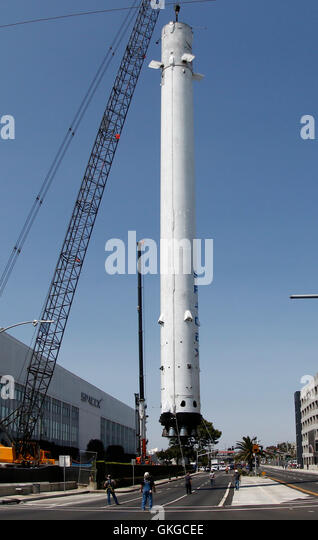 Spacex Building Stock Photos & Spacex Building Stock ...