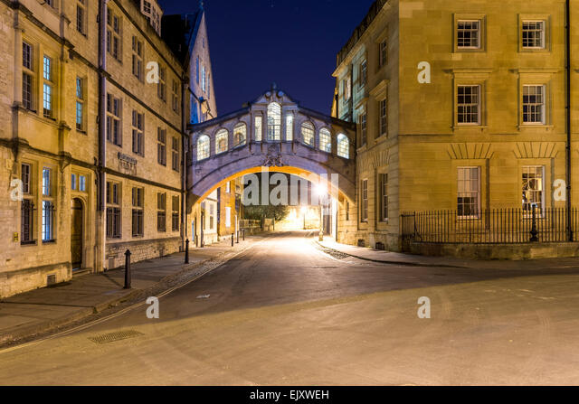 Hertford Bridge, also known as the Bridge of Sighs, seen here at night. Hertford is one of the colleges of Oxford - Stock Image