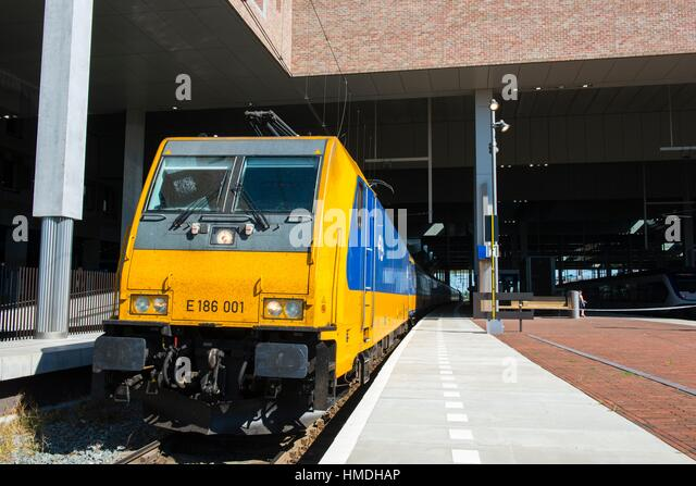 Breda, Netherlands. Intercity Direct train departing form the platform at Breda Railway Station. - Stock-Bilder