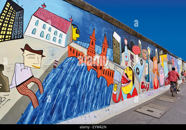 Germany, Berlin: Wall paintings at the former Berlin Wall at East Side Gallery - Stock-Bilder
