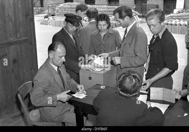 Workers of the Reichsbahn during the ballot vote about the continuation of the strike standing next to the ballot - Stock Image