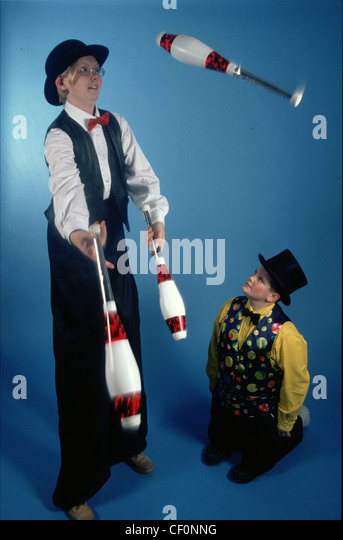 Members of Warrington Community Circus entertaining by juggling - Stock Image