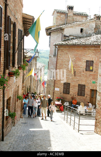 Visitors to the annual Antique Fair at Sarnano, Le Marche .Italy - Stock Image