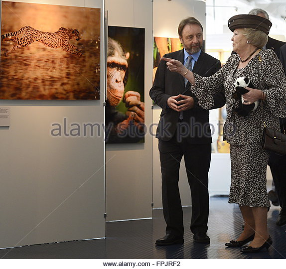 Dutch Queen Beatrix (R) and Dutch wildlife photographer Frans Lanting speak during the 50-year anniversary of the - Stock Image