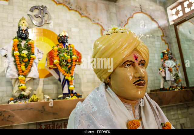 India Asian Mumbai Lower Parel Sitaram Jadhav Marg Jai Hanuman Mandir temple man statue Hindu bindi - Stock Image
