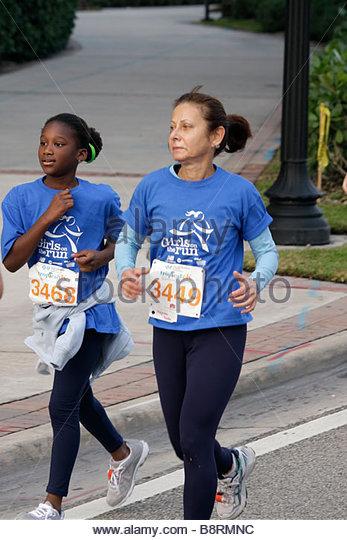 Miami Beach Florida Blue Cross and Blue Shield Tropical 5K Run race runner sports fitness Black woman girl teen - Stock Image