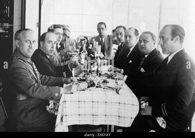 José María Gil-Robles y a prominent Spanish politician (third from right), with right wing military officers - Stock Image