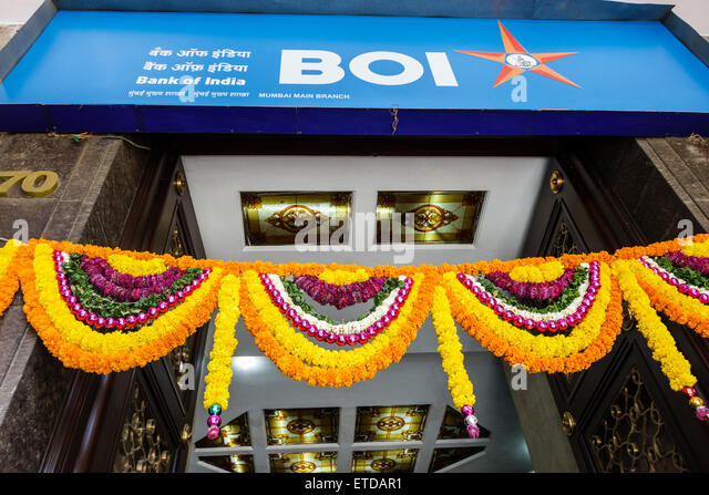 India Indian Asian Mumbai Fort Mumbai Kala Ghoda Bank of India entrance flowers wreaths - Stock Image