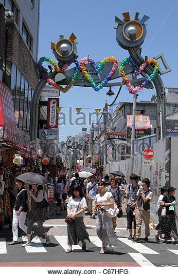 Japan Tokyo Harajuku Takeshita Dori Street shopping shoppers Asian woman teen girl boy entrance arch balloons - Stock Image